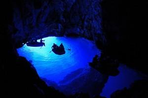 Kék-barlang, Bisevo-sziget
